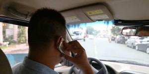 Đề xuất cấm dùng điện thoại di động khi lái...