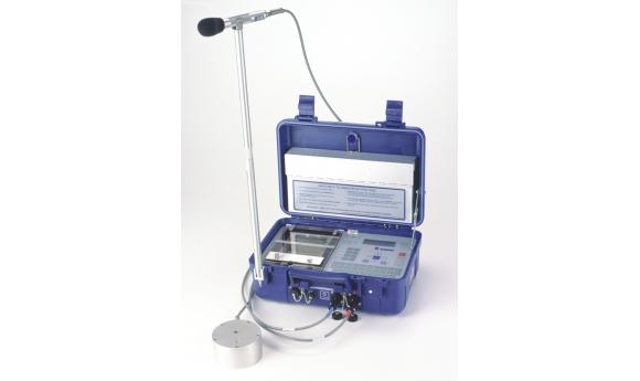 Ký hợp đồng cung cấp thiết bị đo chấn động và sóng không khí Blastmate III (hãng Instantel) với Công ty CP Tư vấn Đầu tư và Dịch vụ Kỹ thuật Mỏ Địa chất